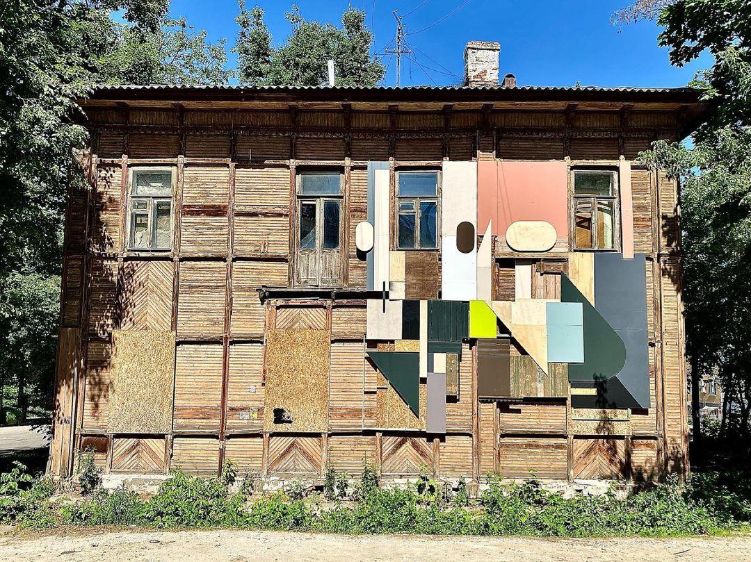В квартале церкви Трёх Святителей появилась работа московского художника