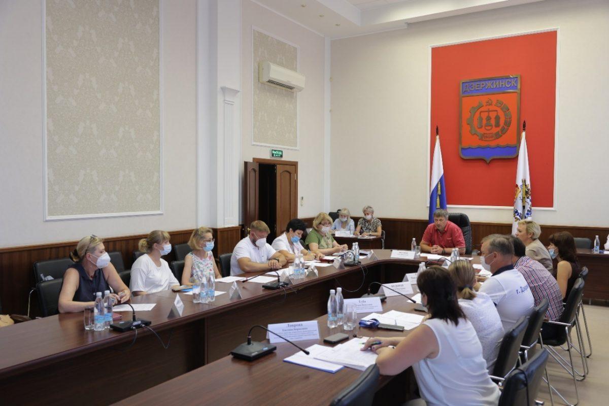 Глава Дзержинска встретился с руководителями больниц города