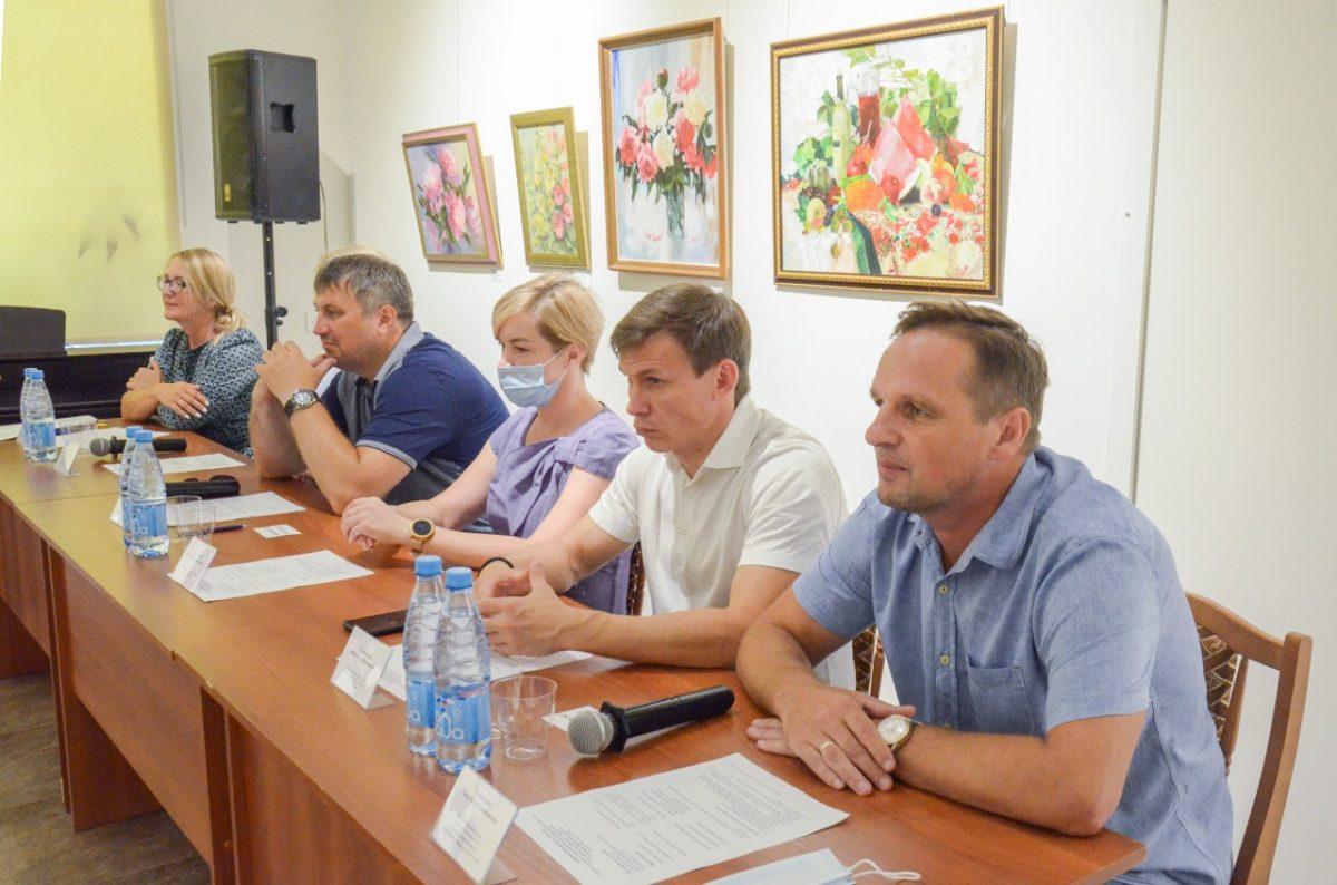 Глава Дзержинска встретился с художниками и краеведами