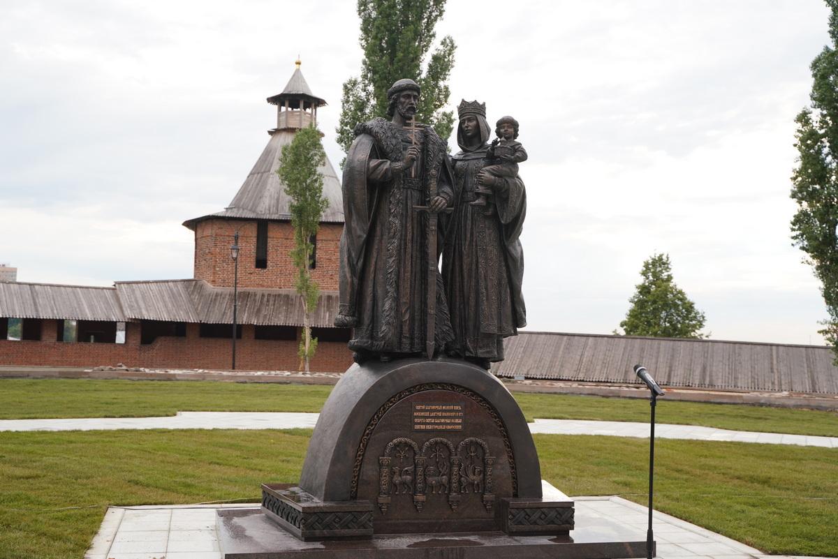 ВНижнем Новгороде состоялось открытие памятника князю Дмитрию Донскому иего жене Евфросинии