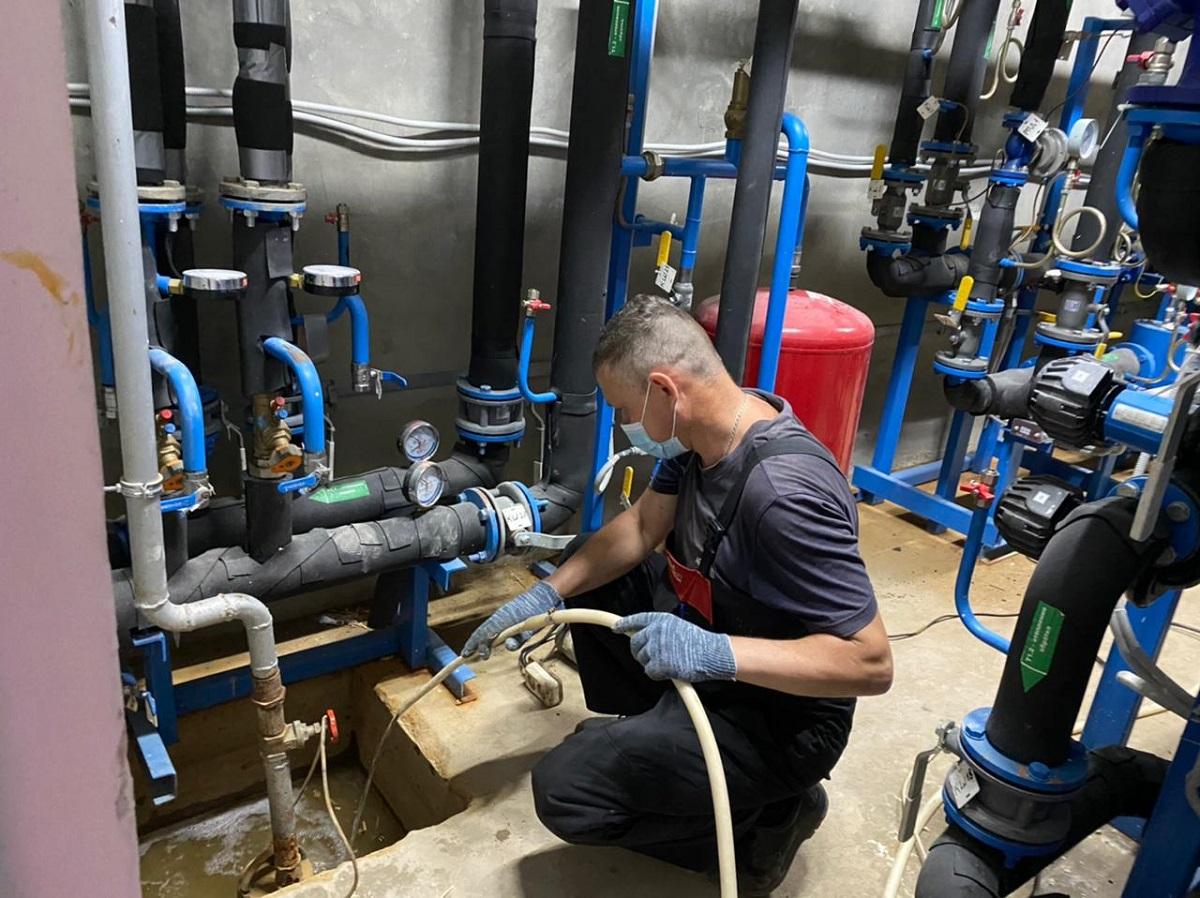 Вболее чем трети многоквартирных домов Дзержинска уже провели промывку иопрессовку систем отопления