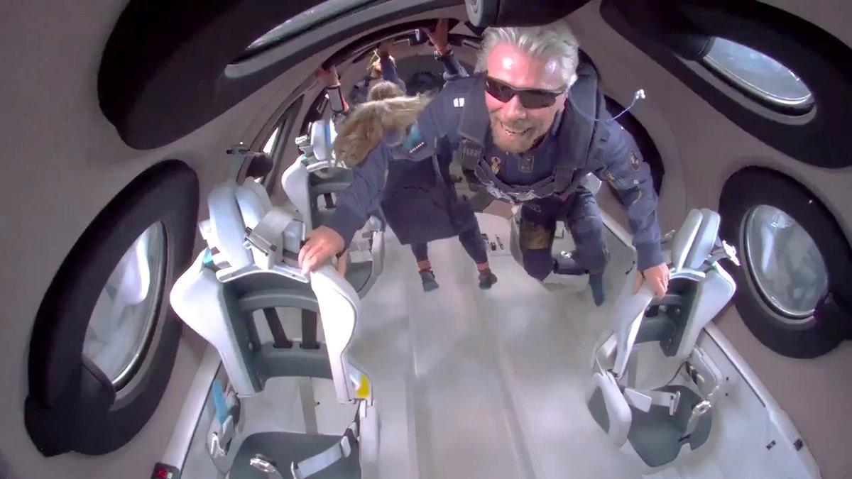Миллиардер поднялся в космос на своей ракете
