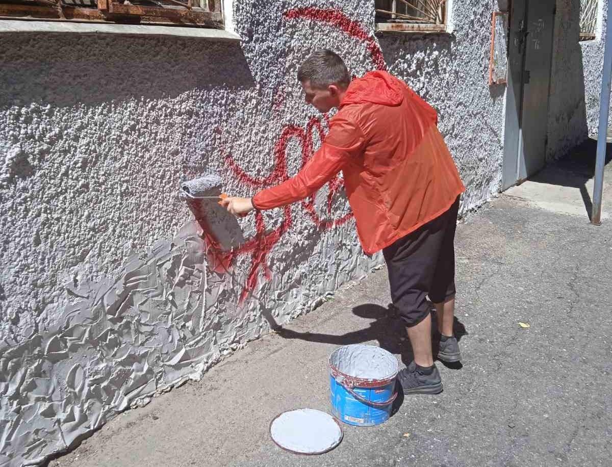 Около 180 граффити и незаконной рекламы закрасили в Приокском районе за последнюю неделю