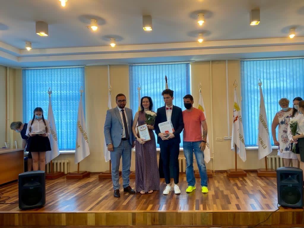 В Нижегородском районе наградили выпускников, набравших 100 баллов на ЕГЭ