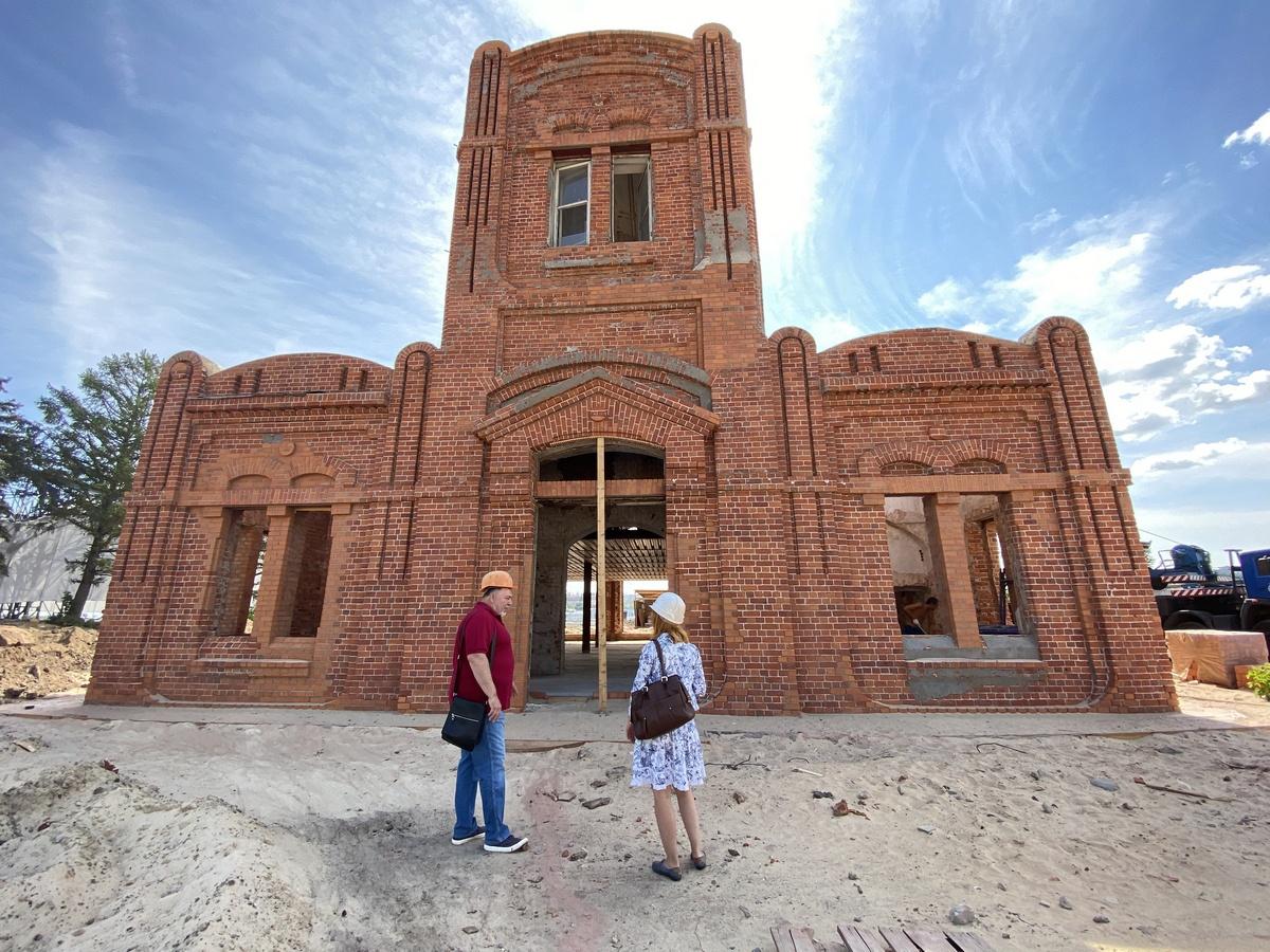 Реставрация здания ярмарочной фильтровальной станции наСтрелке завершится вавгусте