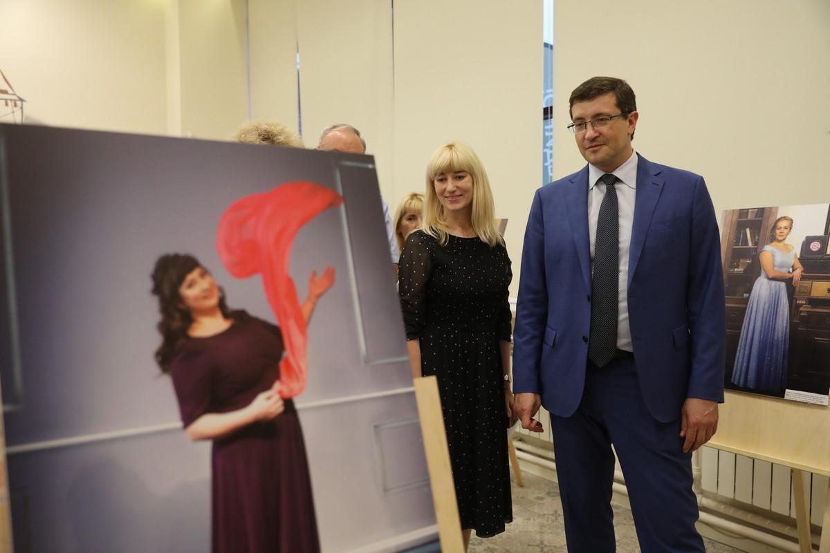 Глеб Никитин: «Фотовыставка дает возможность увидеть наших медиков внеобычном для пациентов ракурсе»