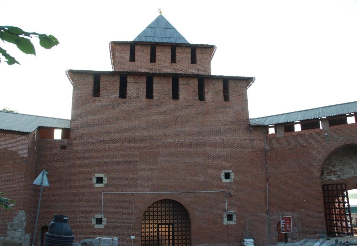 ВИвановской башне Нижегородского кремля отреставрировали остекление