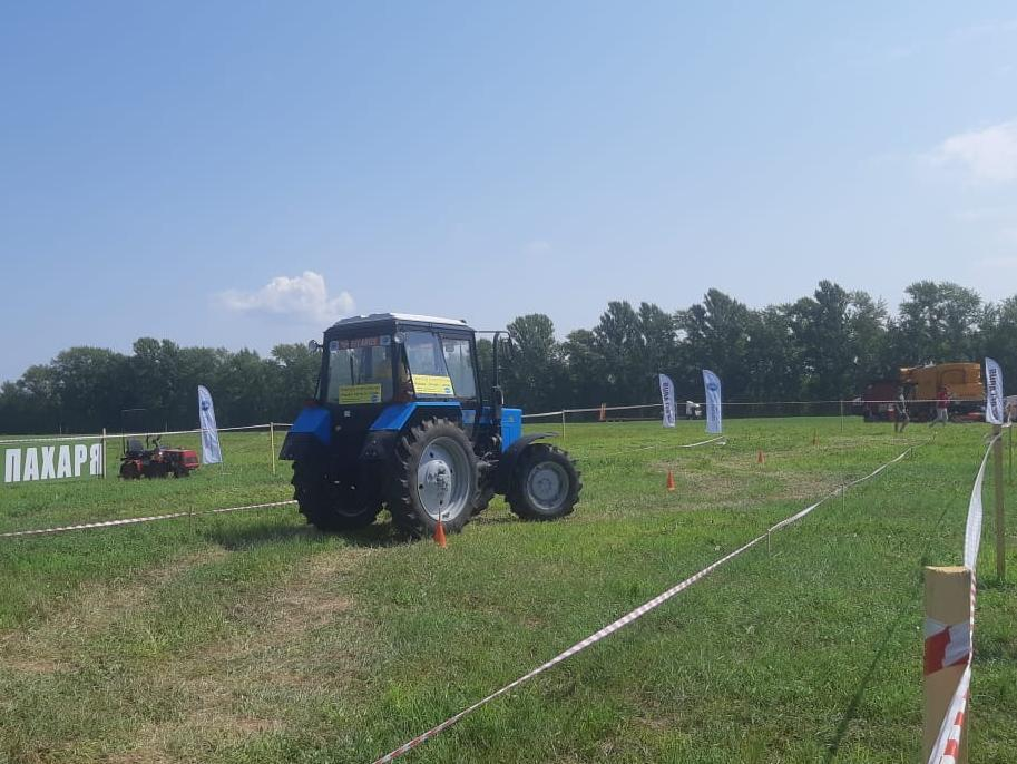 Лучших трактористов среди студентов профильных вузов иссузов выбрали на«Дне поля»