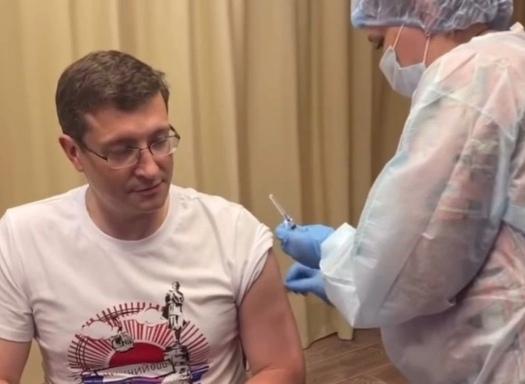 Глеб Никитин получил вторую дозу вакцины от коронавируса
