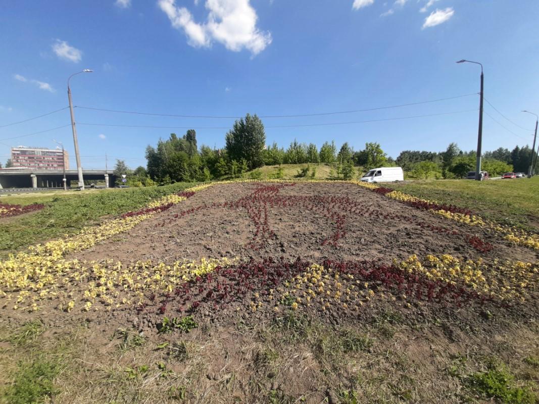 Фото дня: цветочный олень появился в Нижнем Новгороде