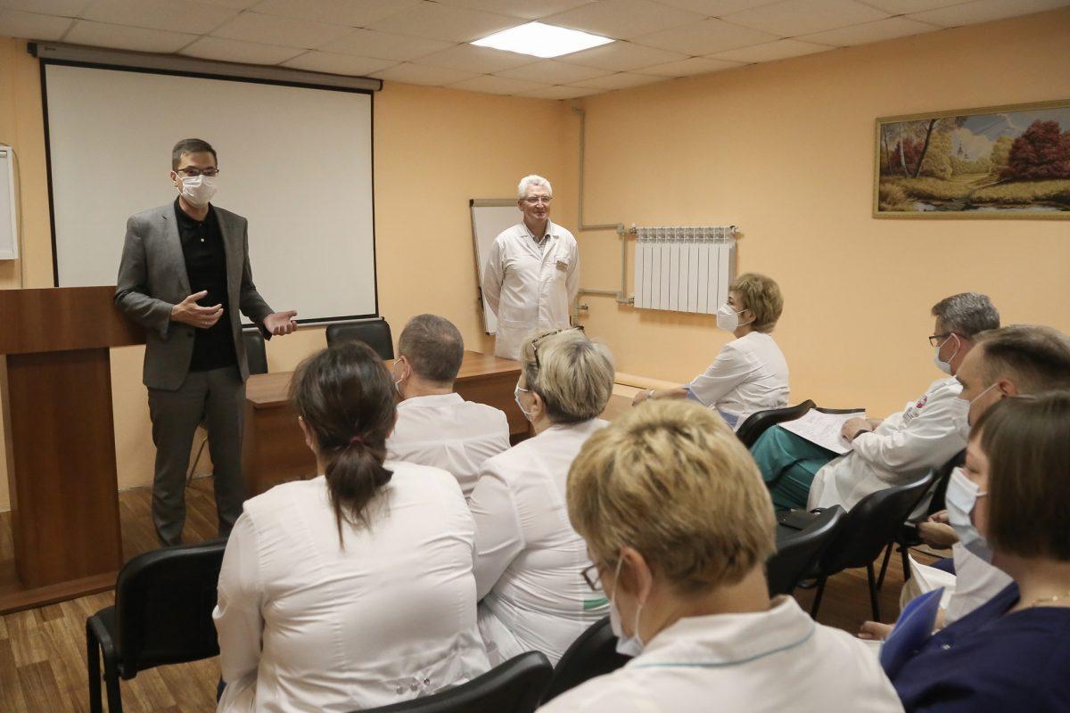 Юрий Шалабаев поблагодарил медиков за их труд в борьбе с коронавирусом