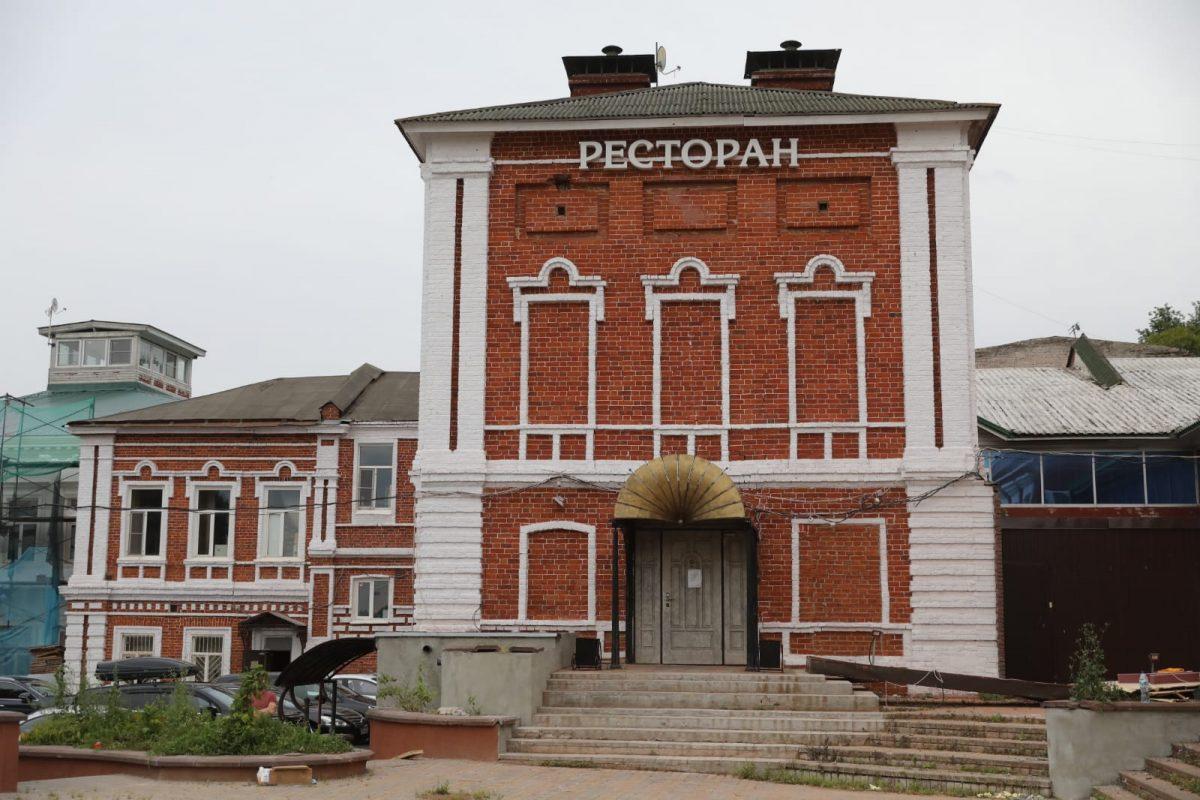 Глеб Никитин проконтролировал ход работ пореставрации зданий иблагоустройству территории Красной Слободы вНижнем Новгороде