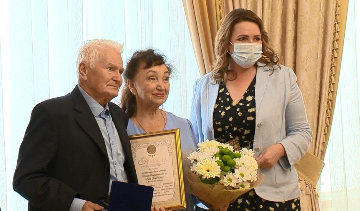 11 супружеских пар поздравили на«Балу юбиляров» вНижегородском Доме бракосочетания