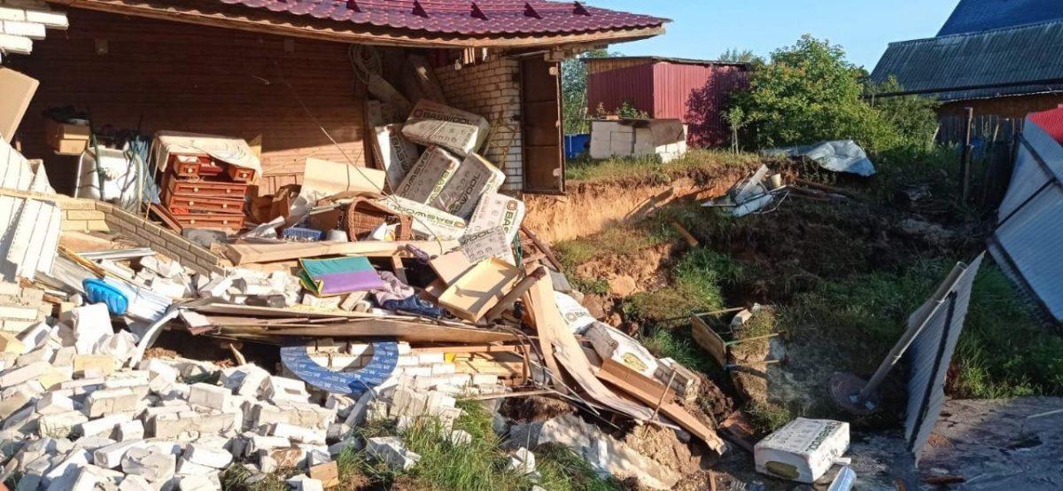 Грунт обвалился на три метра под гаражом в Балахне