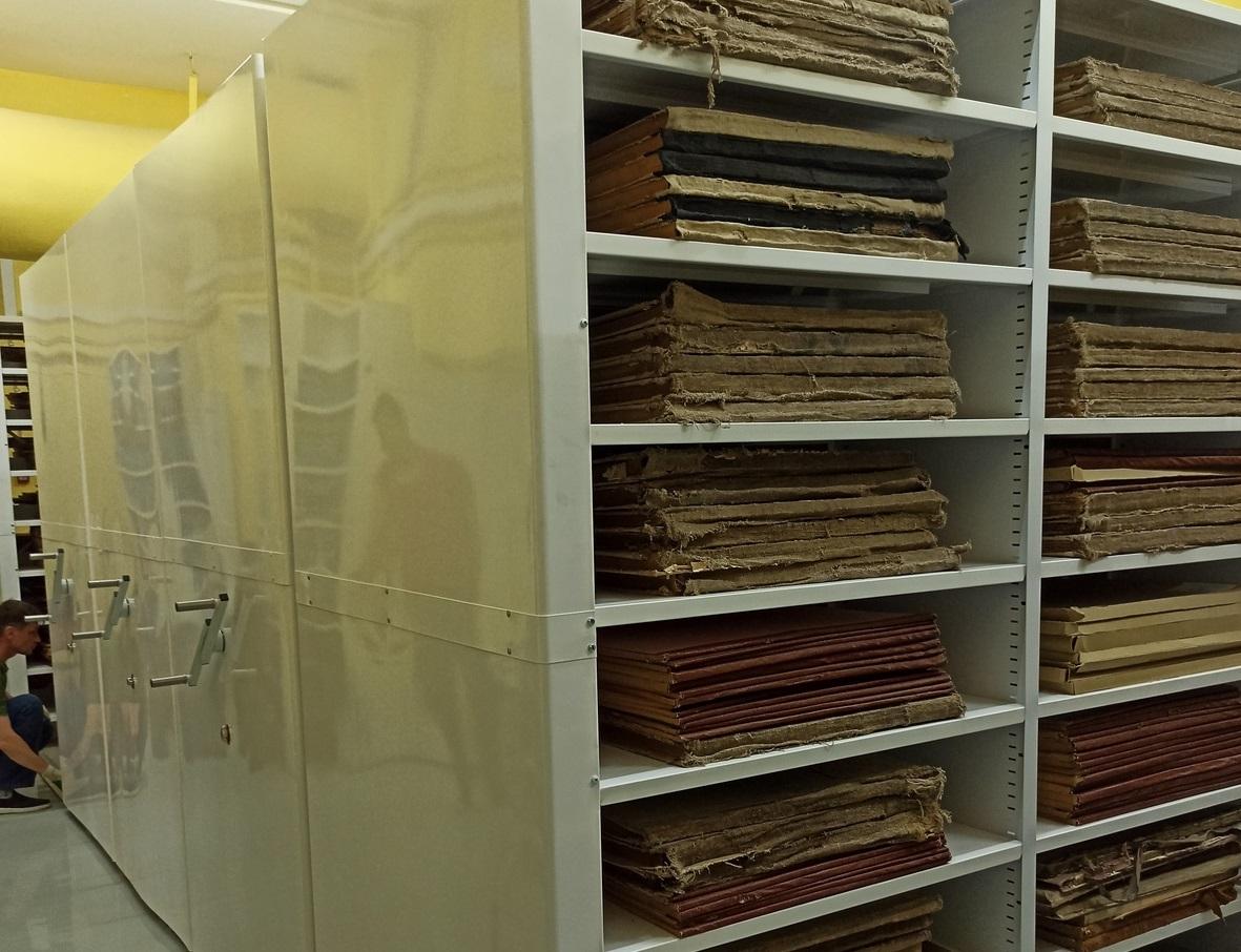 ВНижегородской областной библиотеке имени Ленина приступили кразмещению фондов нановых передвижных стеллажах