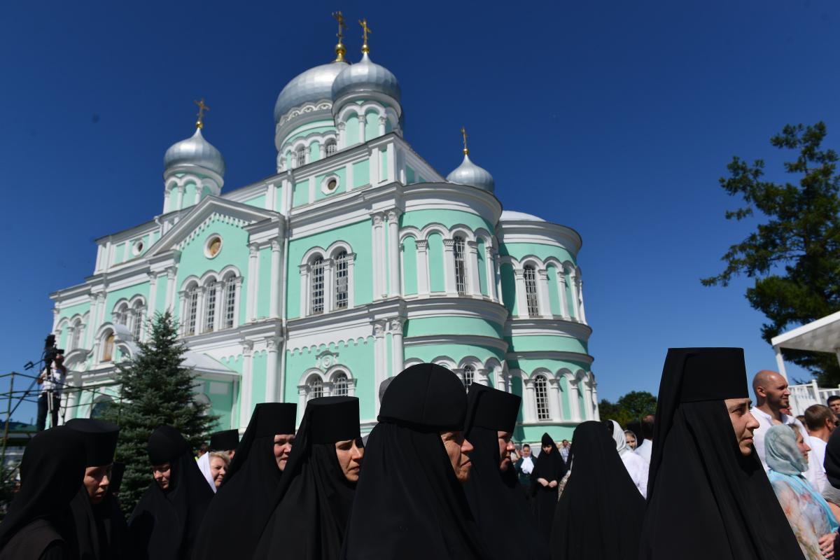 LIVE: Божественная литургия на Соборной площади Дивеевского монастыря