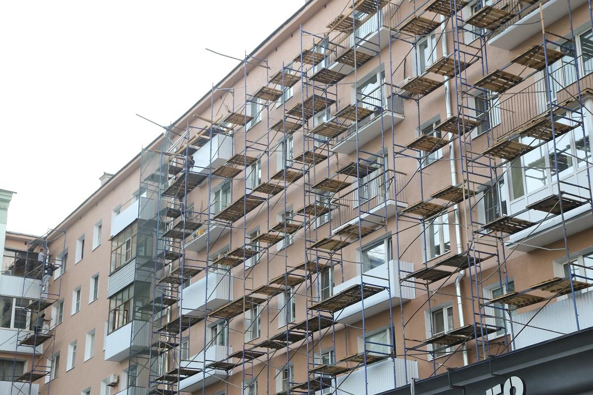 Юрий Шалабаев рекомендовал подрядчикам ускорить ремонт жилых домов