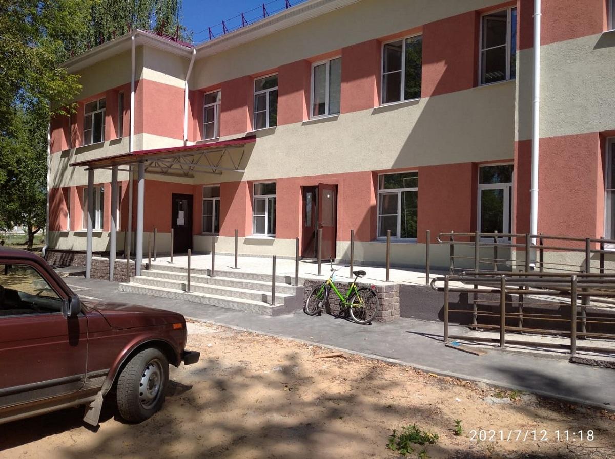 Вучастковой больнице посёлка Память Парижской Коммуны завершен капитальный ремонт фасада икровли