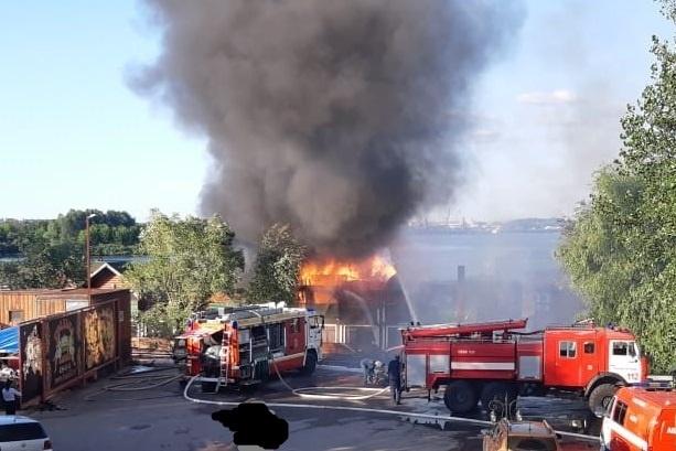 В Нижнем Новгороде загорелась «Усадьба Банная»