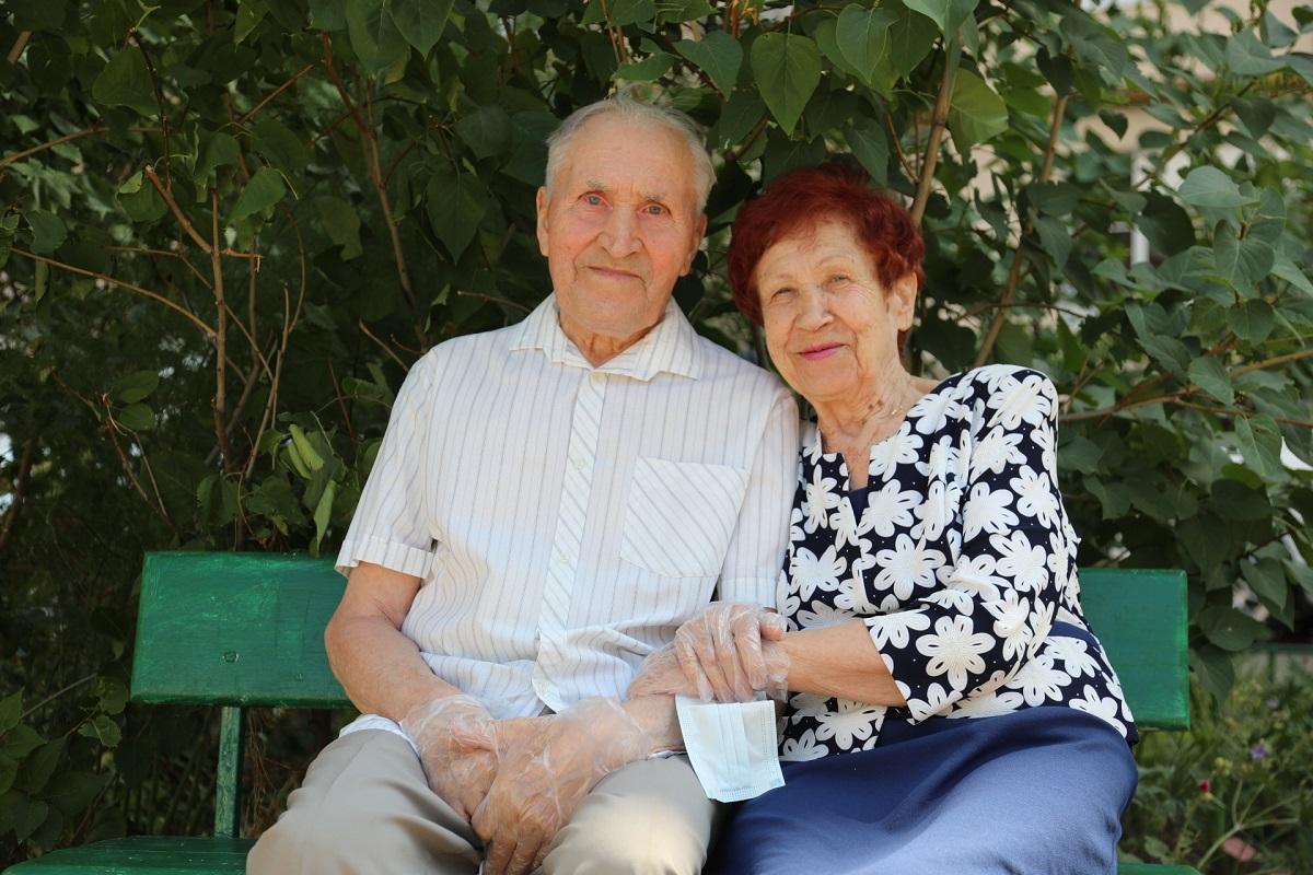 Глеб Никитин поздравил сДнем семьи, любви иверности супружескую пару Васягиных