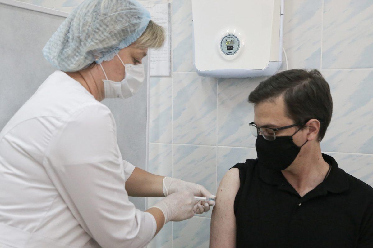 Юрий Шалабаев прошел второй этап вакцинации от COVID-19