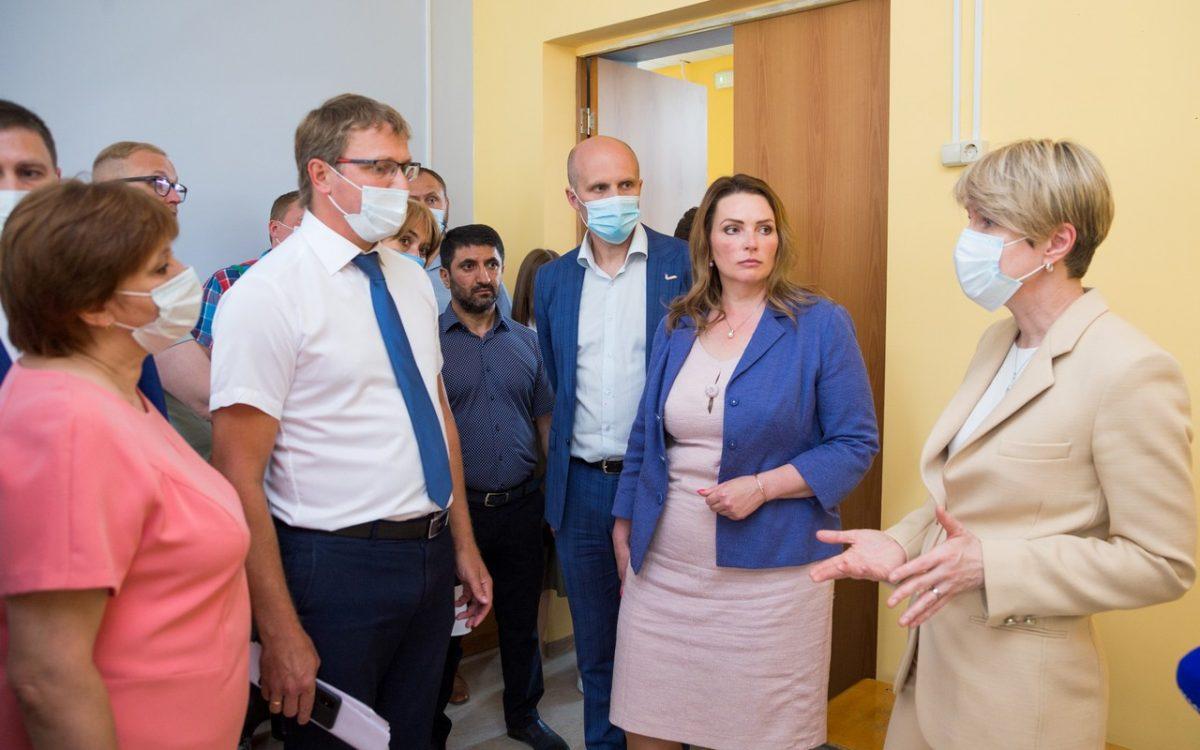 Елена Шмелева: «Капремонты школ должны стать комплексными программами благоустройства»