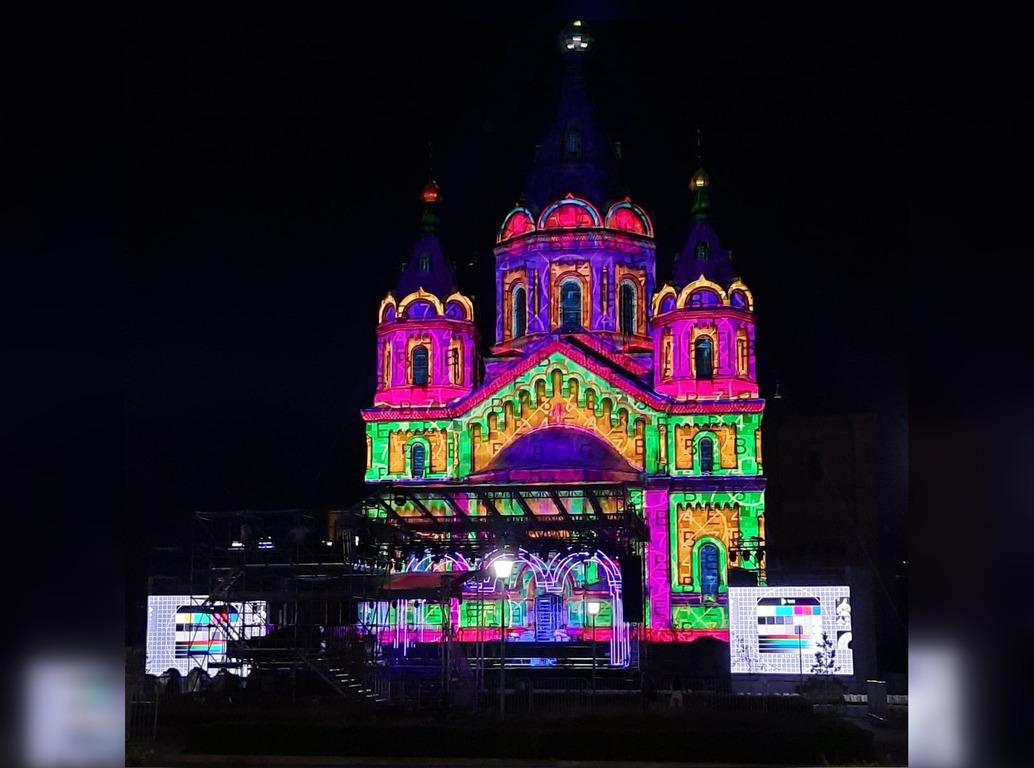 Яркая подсветка появилась на соборе Александра Невского в Нижнем Новгороде