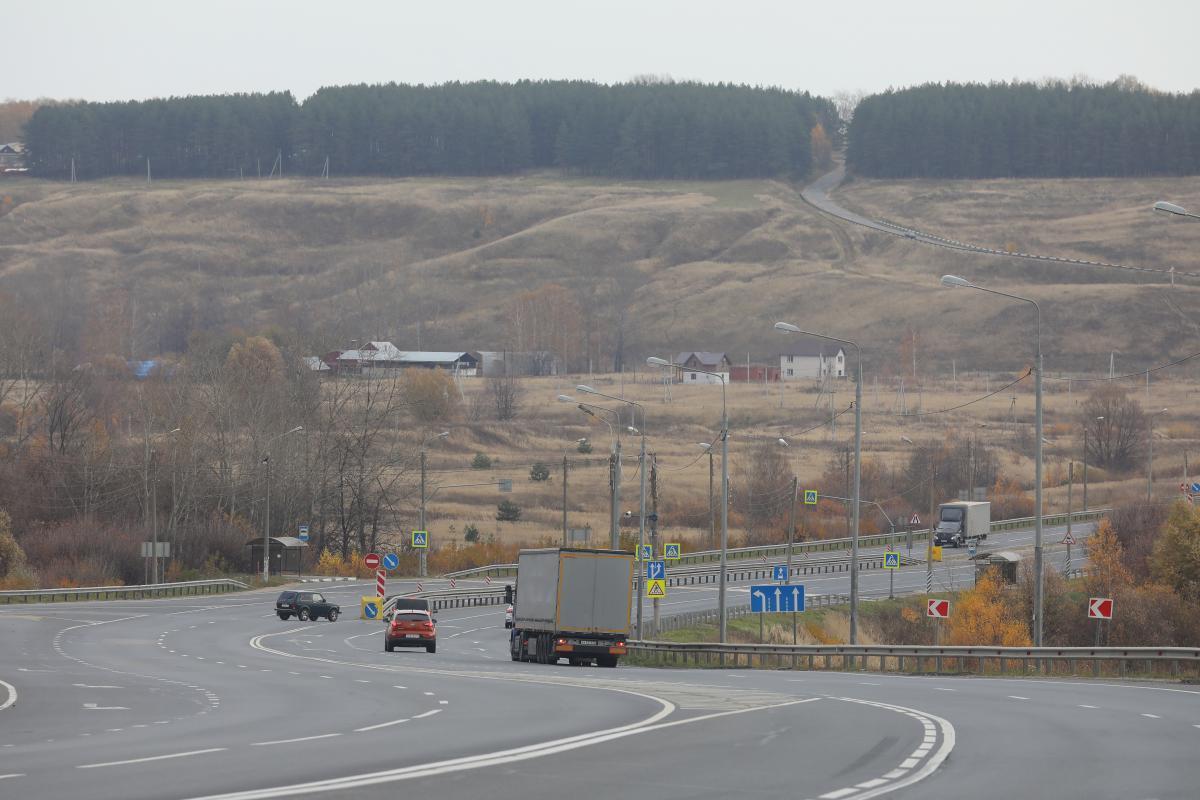 Водитель иномарки погиб, врезавшись в стоявший большегруз под Нижним Новгородом