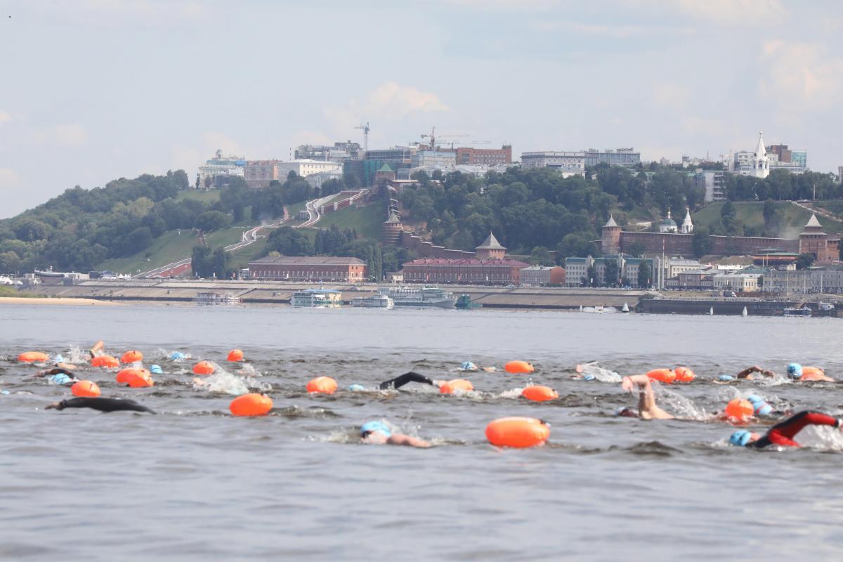 Спортсмены из 10 стран мира переплыли Волгу: фоторепортаж с X-WATERS Volga в Нижнем Новгороде
