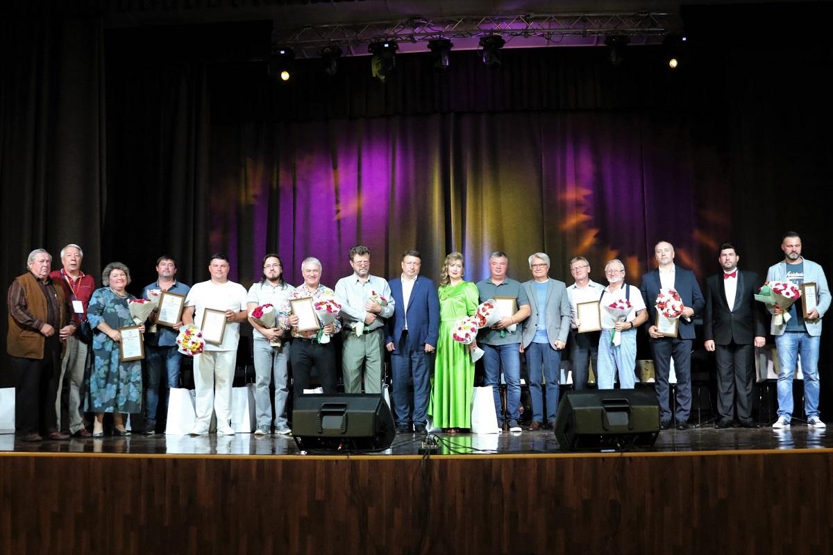 Олег Лавричев наградил победителей и участников конкурса на лучшую торжественную песню о Нижнем Новгороде