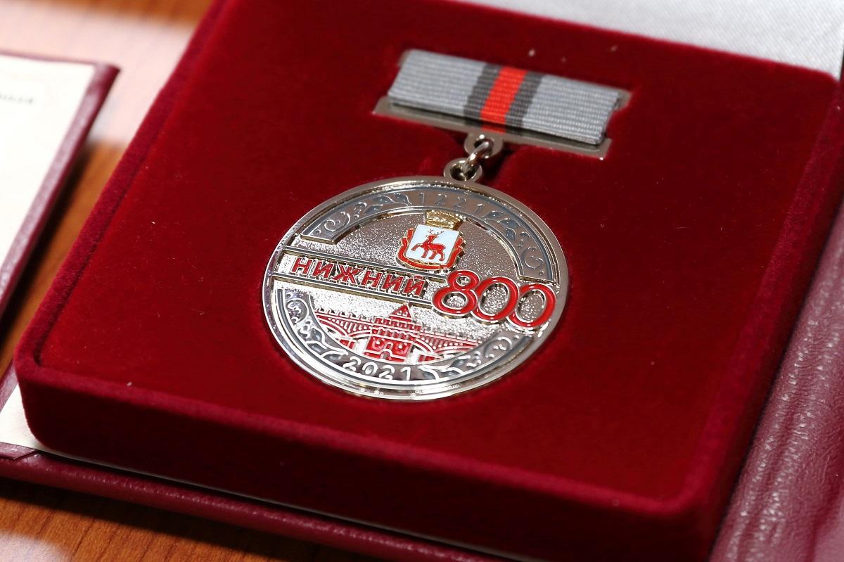Олег Лавричев вручил первые Памятные знаки «800 лет городу Нижнему Новгороду»