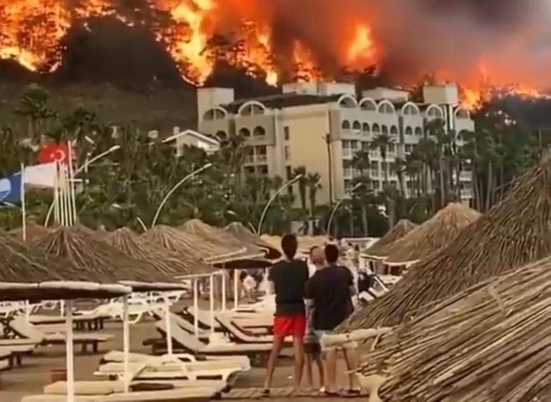 Горящие туры: как нижегородцы спасаются от пожаров в Турции