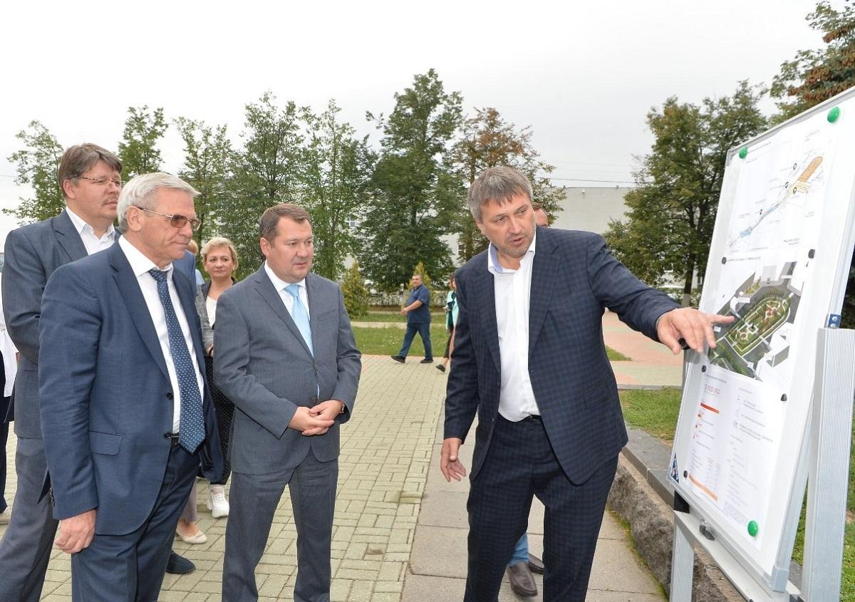 Максим Егоров оценил перспективы благоустройства Окской набережной иберега Святого озера вДзержинске