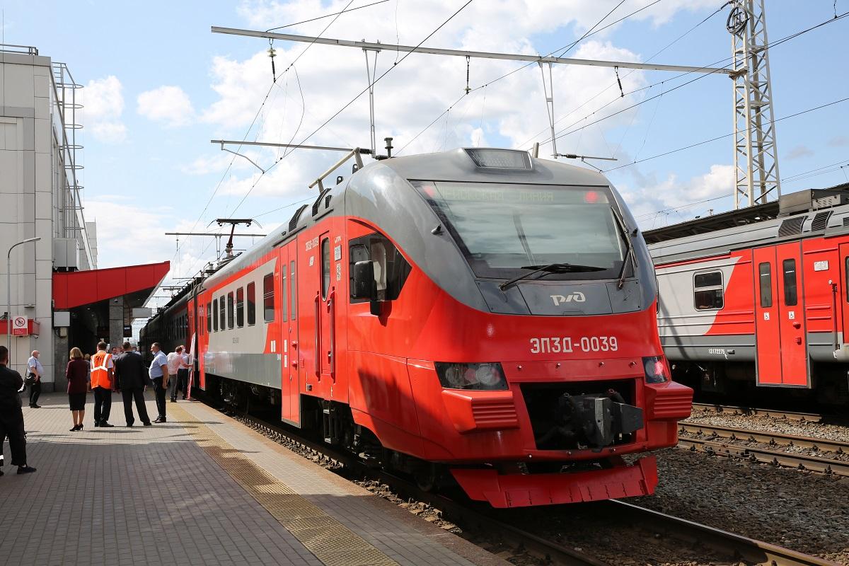 Электропоезд имени Почетного железнодорожника Алексея Потехина отправился в свой первый путь