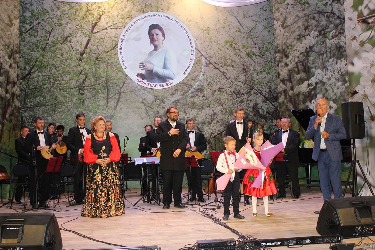 Коллективы 11 регионов страны приняли участие воВсероссийском конкурсе народной песни «Вишневая метель» вБутурлино