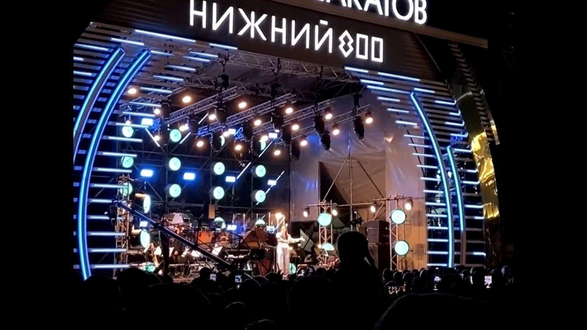 Видео дня: Манижа представила нижегородцам свою новую песню на «Столице закатов»