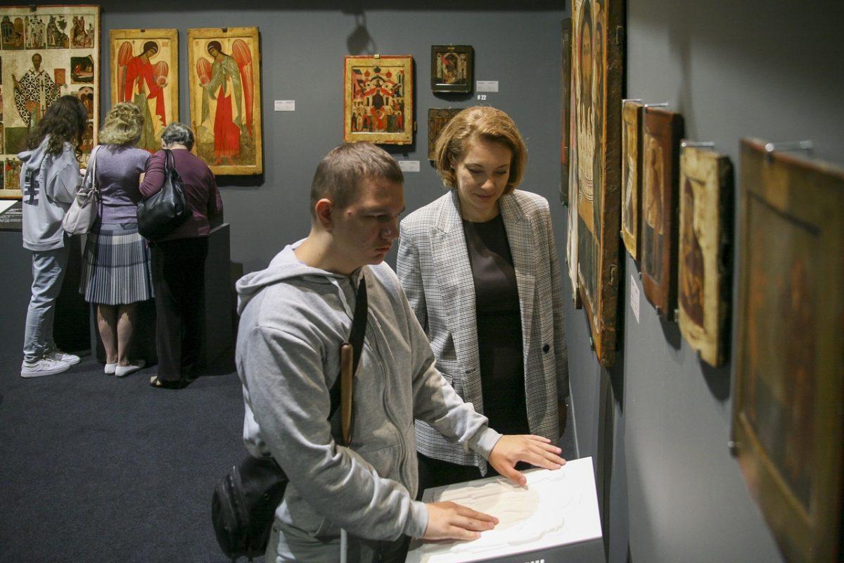 Аудиогид для незрячих и слабовидящих посетителей выставки «Небесный Нижний» презентовали в Манеже