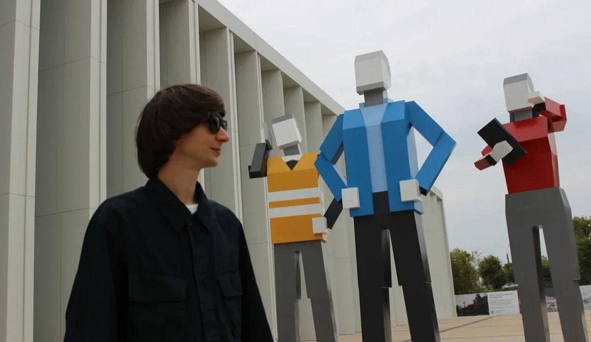 Наблагоустроенной территории Нижегородской ярмарки появился новый арт-объект «Строители будущего»