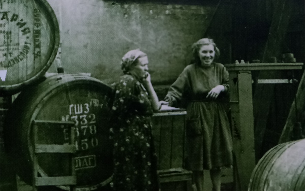 С игристого – на «коктейли Молотова»: история Горьковского завода шампанских вин