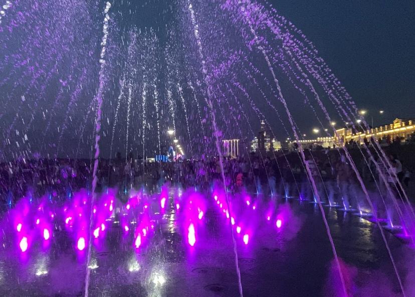 Светомузыкальный фонтан открыли на Нижневолжской набережной
