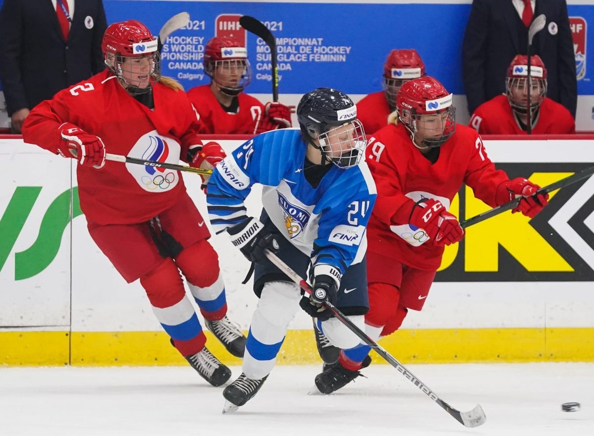 Хоккеистки сборной России проиграли сборной Финляндии на чемпионате мира