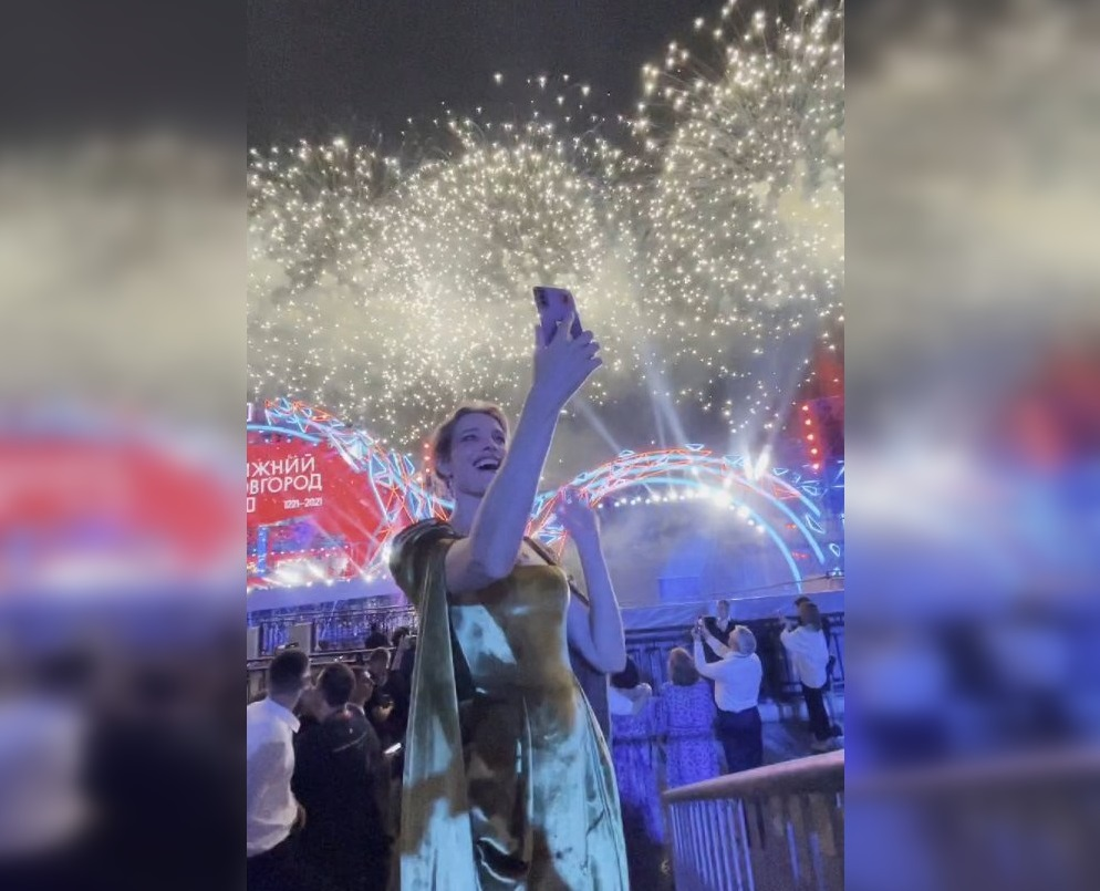 Наталья Водянова сняла для бабушки открытку с празднования 800-летия Нижнего Новгорода