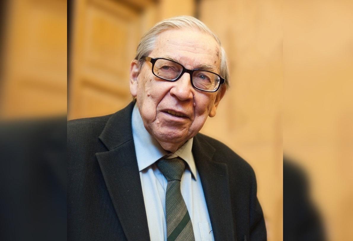 В Москве простятся с легендарным журналистом Ясеном Засурским