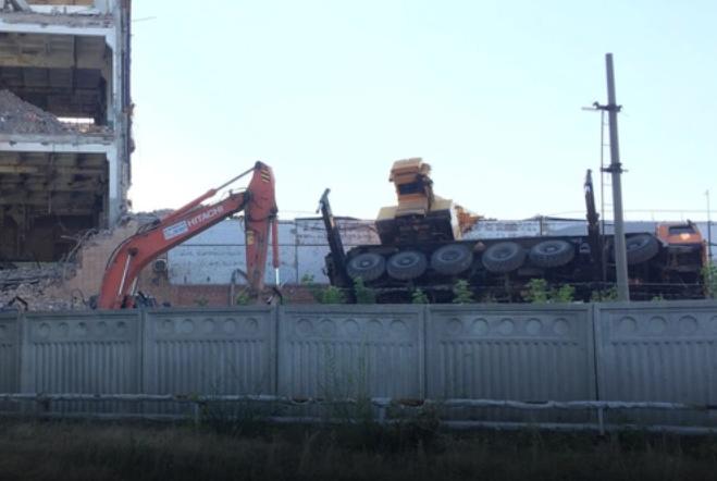 Строительный кран опрокинулся в Тольятти
