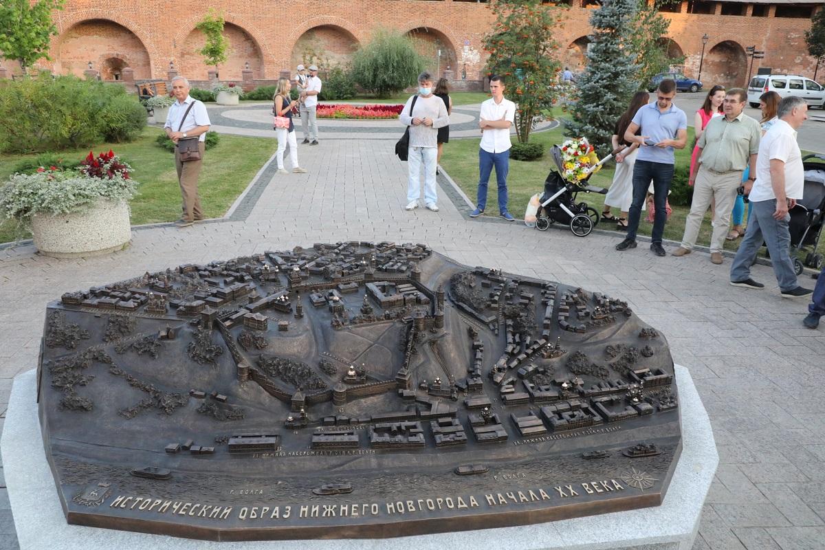 Памятник старому городу: смотрим, как прошло открытие макета дореволюционного Нижнего Новгорода