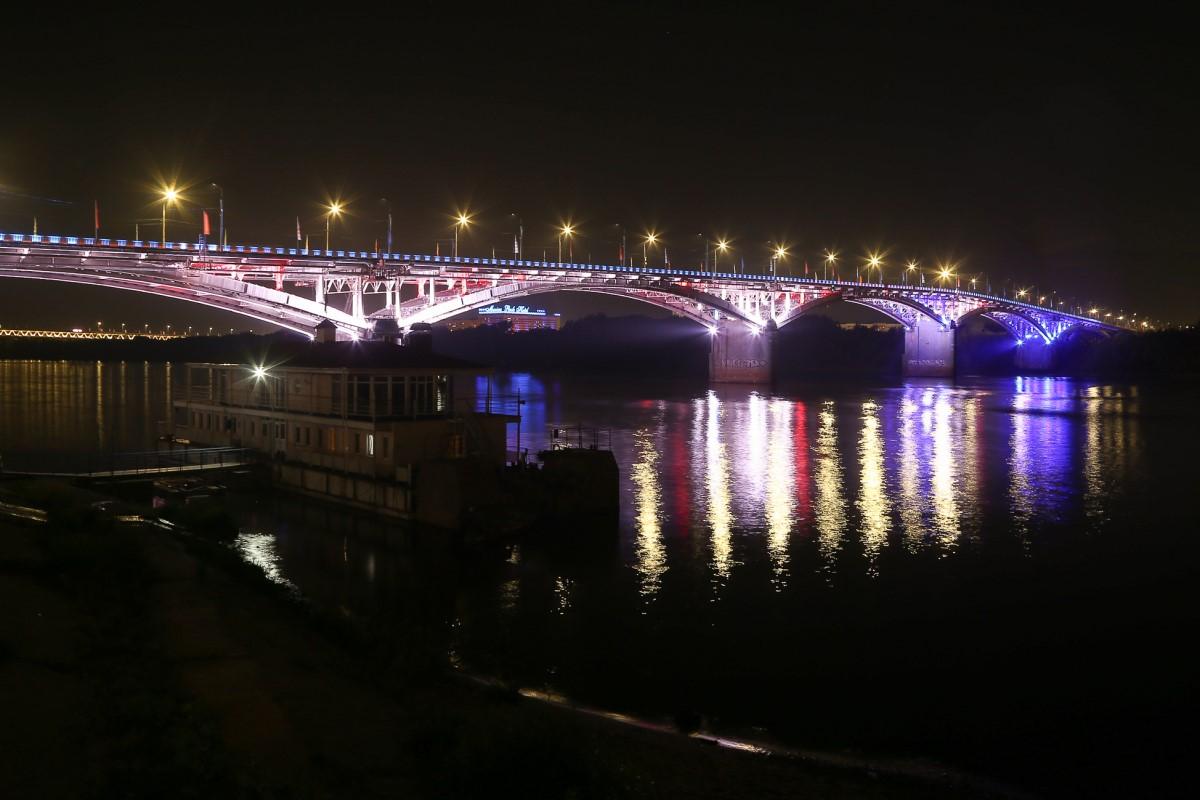 Светодинамическая подсветка на Канавинском мосту почти готова