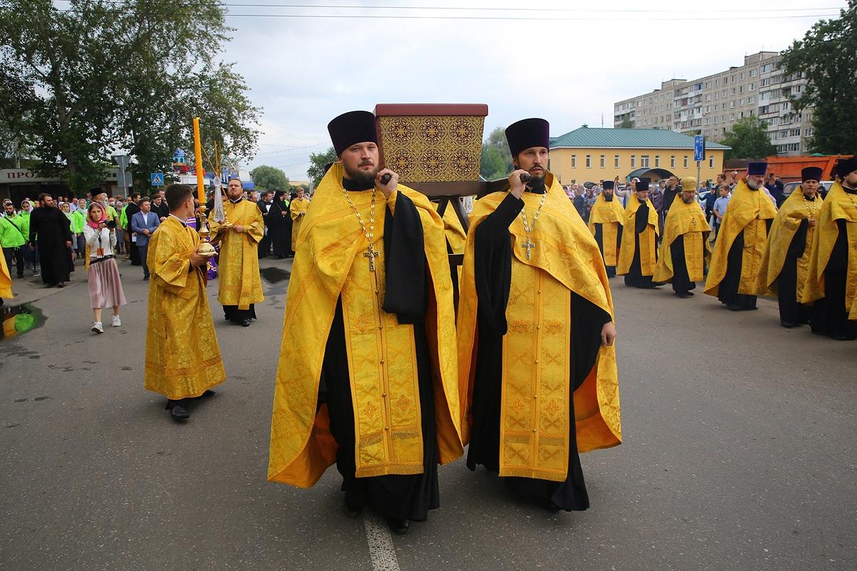 LIVE: Перенесение мощей князя Георгия Всеволодовича в кафедральный собор Александра Невского