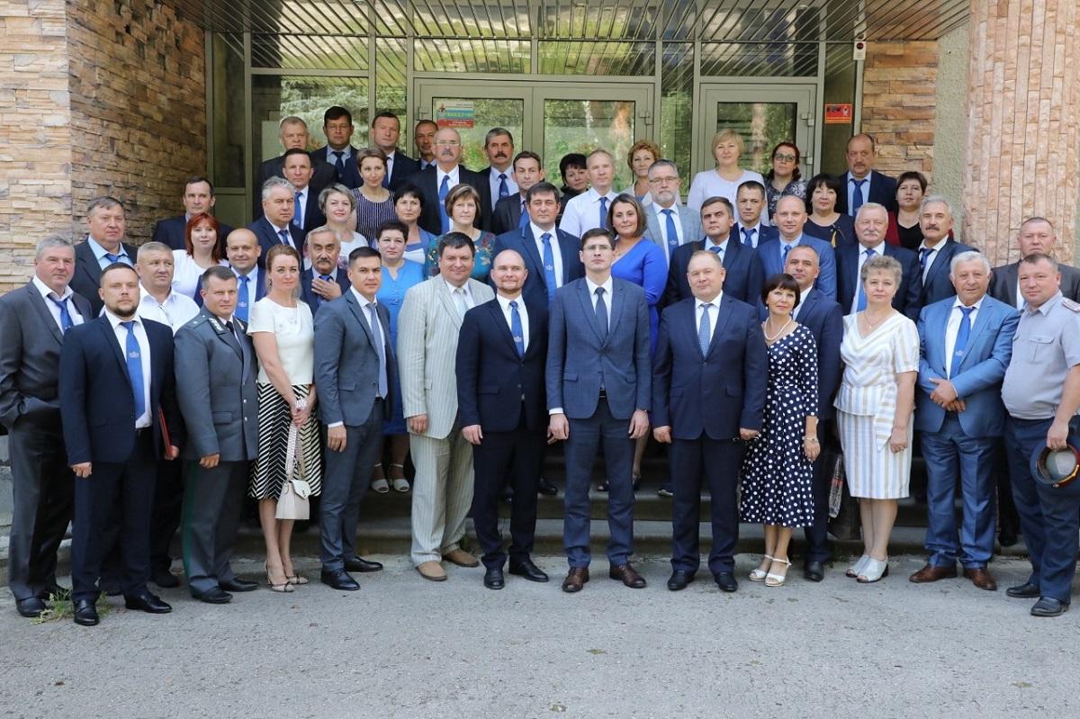 Андрей Саносян вручил нижегородским ветеринарам награды вчесть профессионального праздника