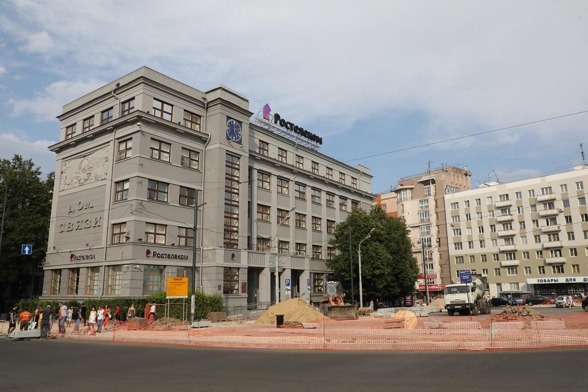 Парковка на 40 машиномест появилась около Дома связи на площади Горького