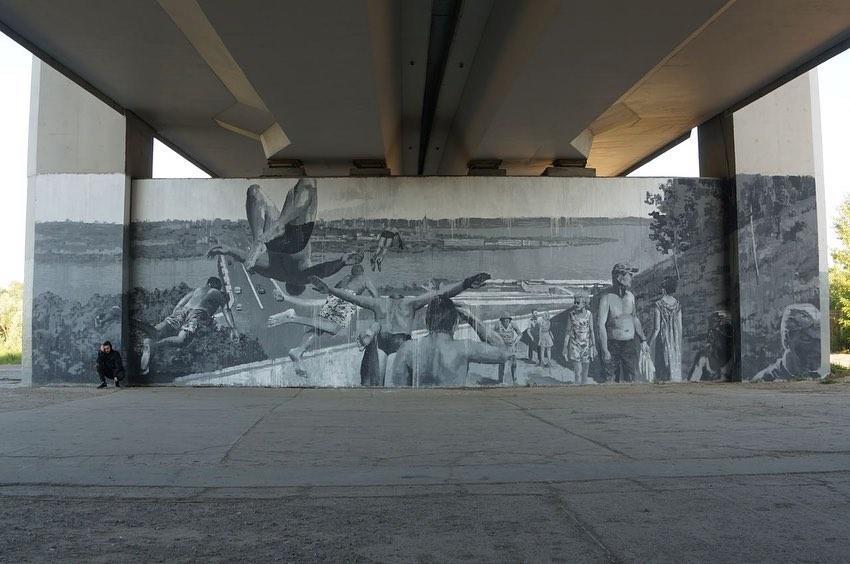Фото дня: стрит-арт «Полет» появился на одной из опор метромоста в Нижнем Новгороде